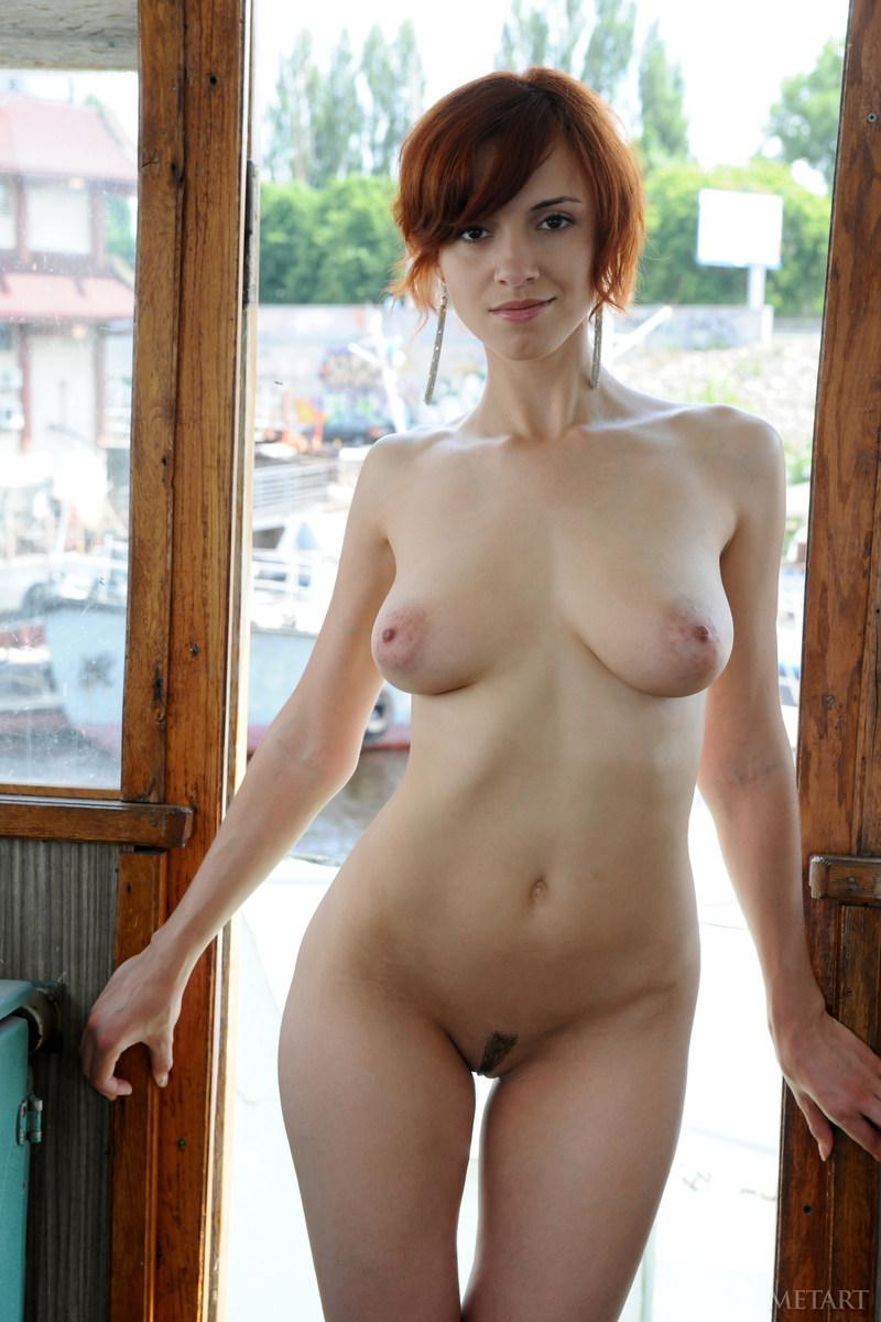Рыжая красавица красотка в красном фото 16 фотография